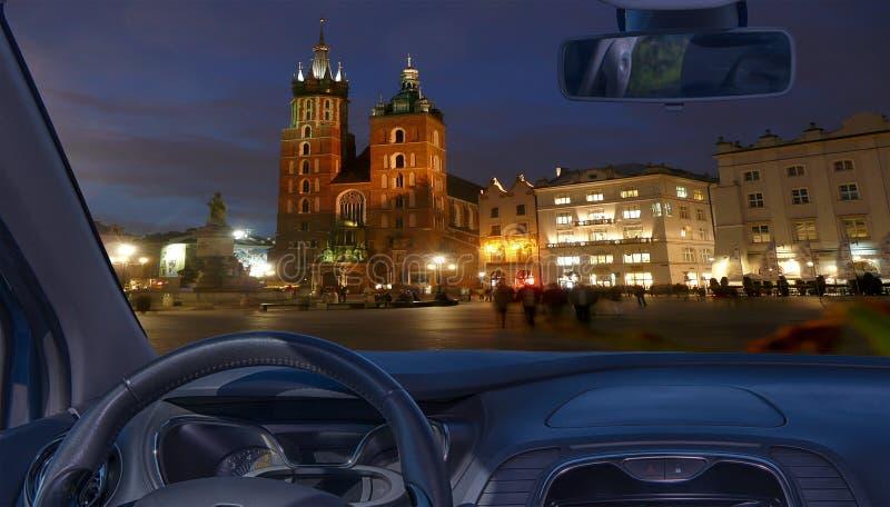Лобовое стекло автомобиля с взглядом рыночной площади, Кракова, Польши стоковое изображение