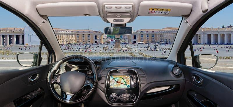 Лобовое стекло автомобиля с St Peter & x27; квадрат s, государство Ватикан, Рим, оно стоковые фотографии rf