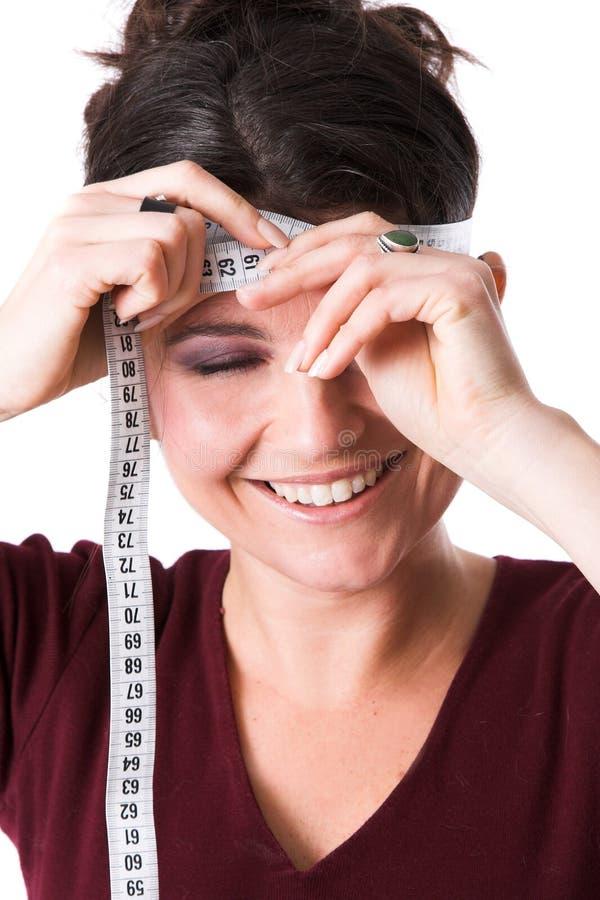 лоб ее измеряя милая женщина стоковая фотография rf