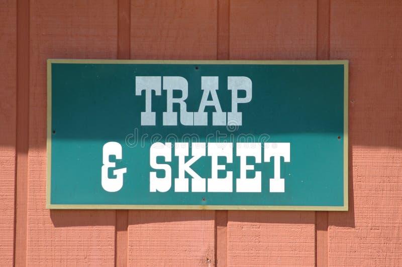 ловушка skeet знака стоковое фото