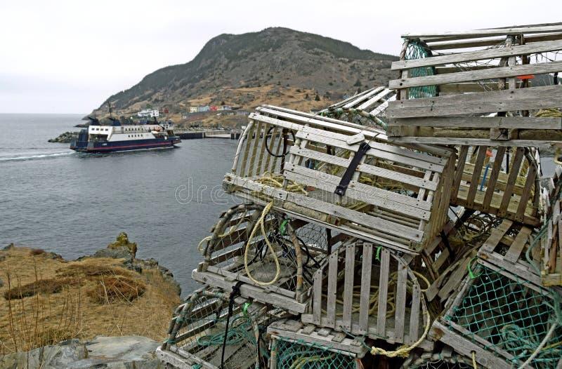 Ловушки и паром омара на бухте Португалии, NL стоковые изображения
