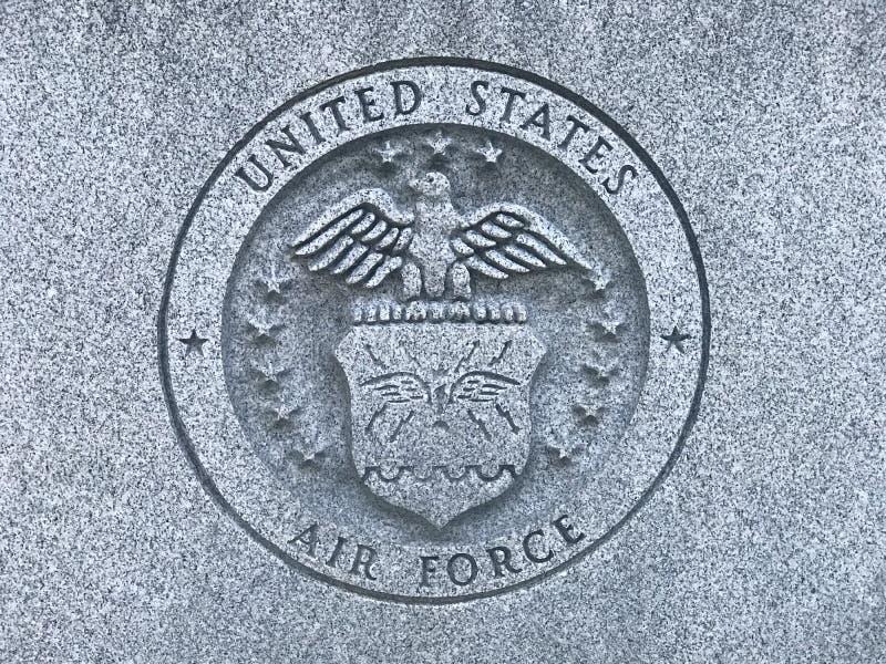 Логотип военновоздушной силы США высекаенный на мемориале к ветеранам Южной Каролины вооруженных сил страны Соединенных Штатов стоковое фото