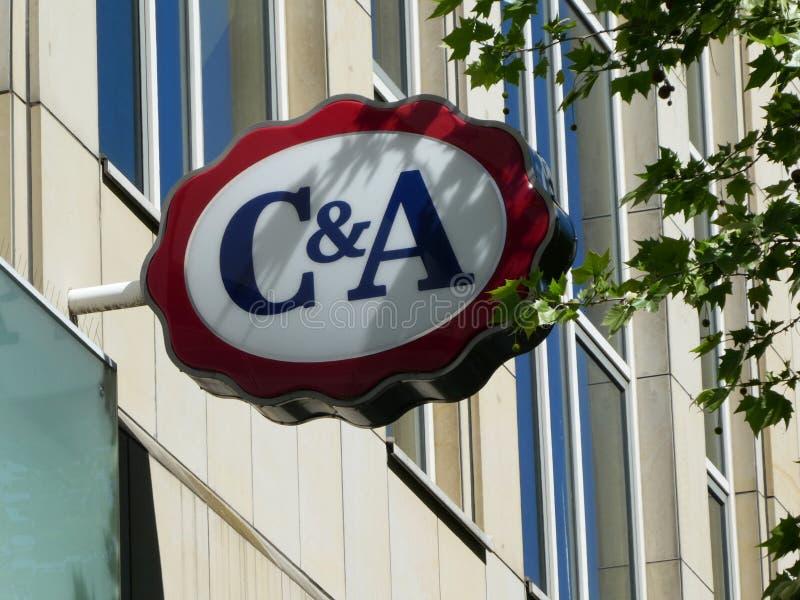 Логотип знака магазина C&A в Кёльне стоковая фотография