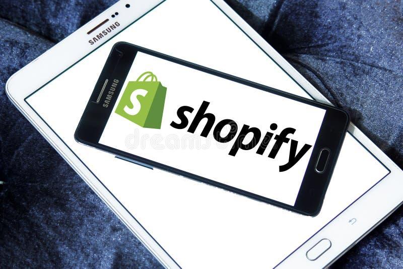Логотип компании Shopify стоковые фотографии rf