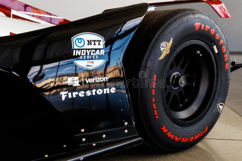 Логотип серии NTT IndyCar и Firestone и Verizon рекламодателей IndyCar уровень премьер-министра открыт-колеса участвуя в гонке II стоковое изображение