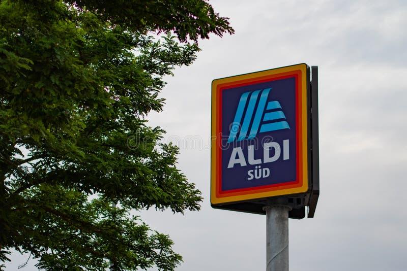 Логотип ALDI южный на доске знака стоковые изображения rf
