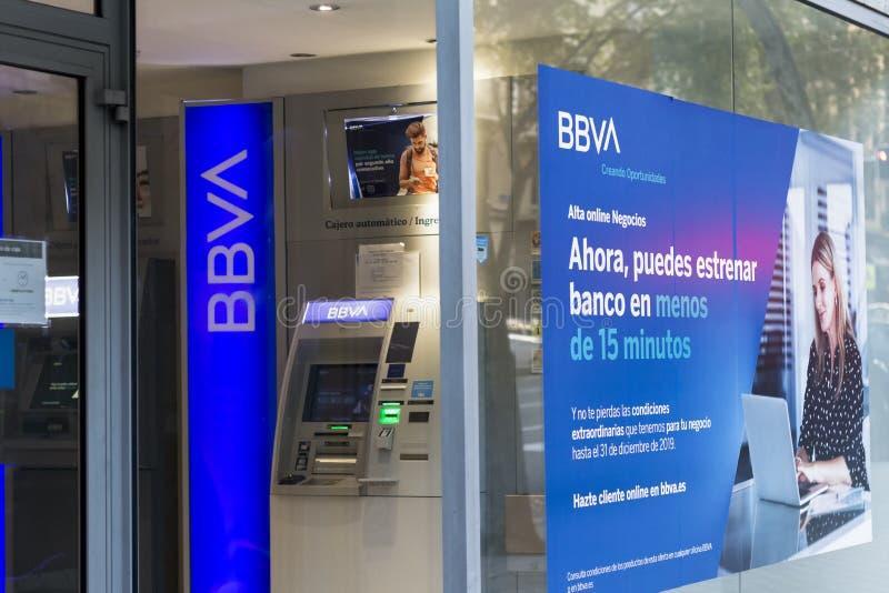 Логотип BBVA на филиале банка BBVA стоковые фото