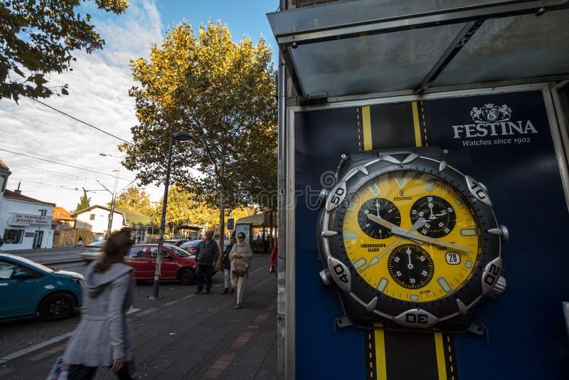 Логотип Festina на афише перед их главным розничным торговцем в Белграде Festina швейцарские бренд и производитель вахты испанско стоковые изображения