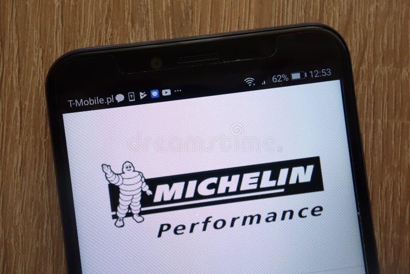 Логотип Michelin показанный на современном смартфоне стоковое фото rf