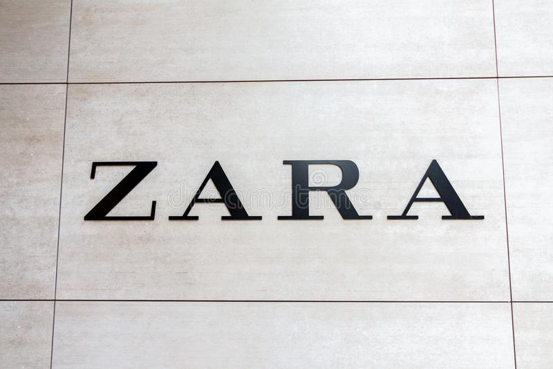 Логотип Zara на магазине ` s Zara стоковое изображение rf