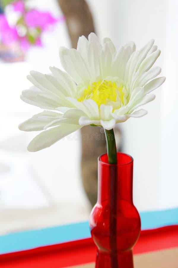 Download Ложный цветок стоковое фото. изображение насчитывающей листья - 33738908