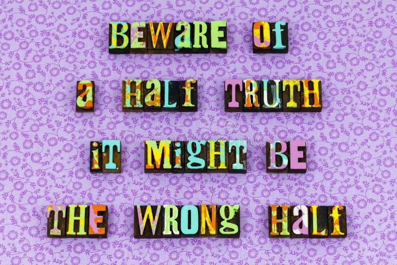 Ложь правды поговорить letterpress рассказа поддельный стоковое изображение