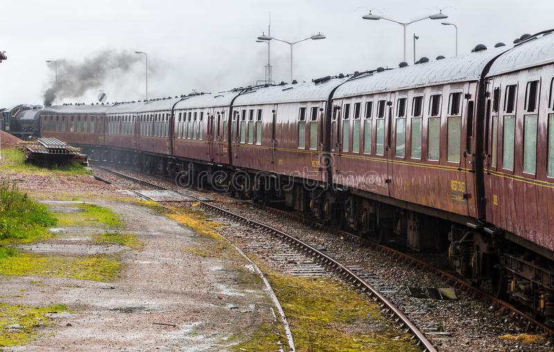 Локомотив пара припарковал на на вокзале Mallaig, Шотландии стоковое фото rf