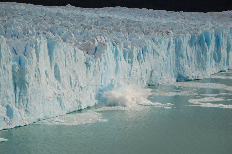 ломать ледник климата изменения должный к стоковые изображения rf