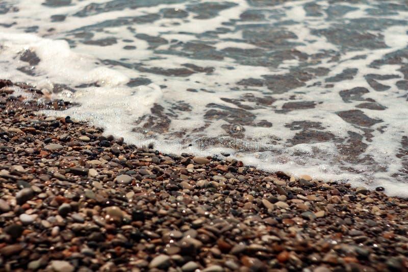 Ломать пену моря больших волн Sunlit стоковое изображение rf