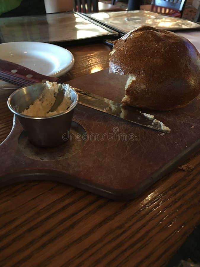 Ломать хлеб стоковое изображение rf