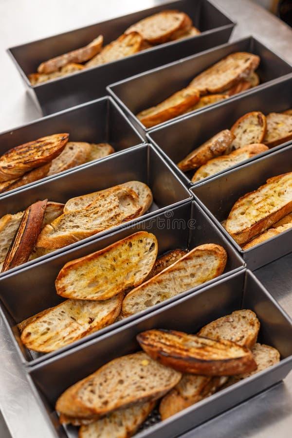 ломтики оливки масла хлеба стоковые фото