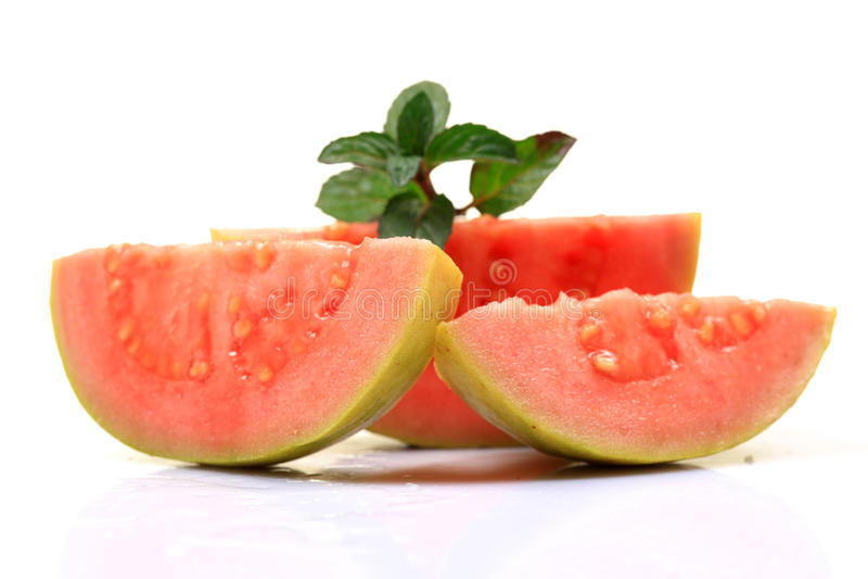 ломтики guava розовые стоковые фото