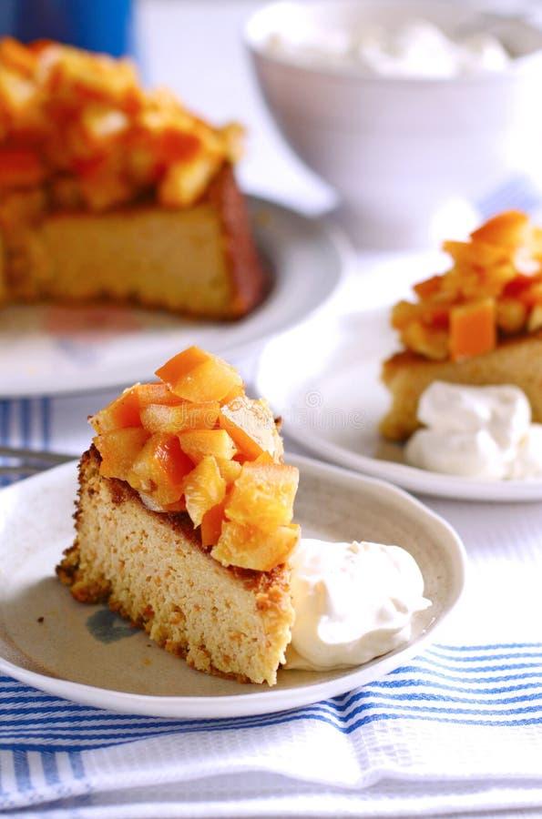 ломтик померанца торта миндалины стоковое изображение rf