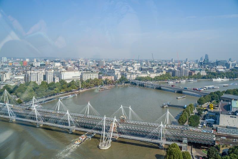 Лондон, Англия, 27 августа 2019 года: Прекрасный вид с воздуха на город Лондон на голубое небо стоковые фотографии rf