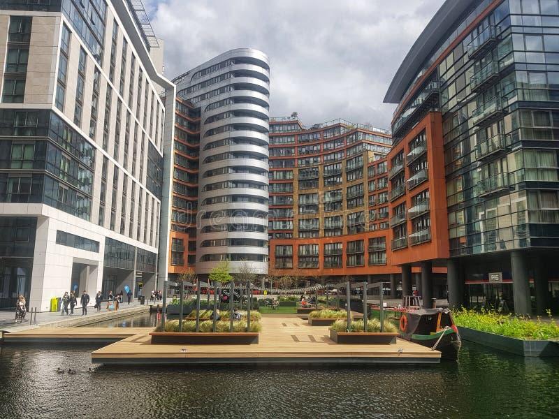 Лондон, Англия - 16-ое апреля 2018 - плавая сад, таз paddington, грандиозный канал соединения, Лондон стоковое фото