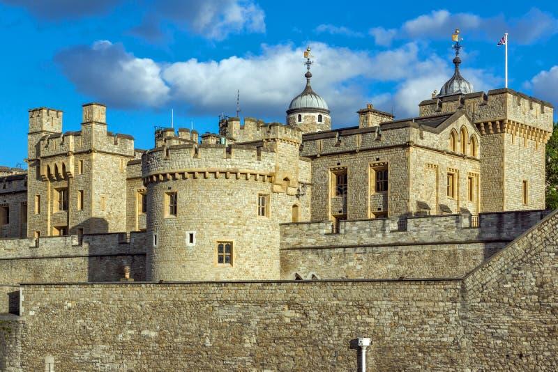 ЛОНДОН, АНГЛИЯ - 15-ОЕ ИЮНЯ 2016: Историческая башня Лондона, Англии стоковое фото rf