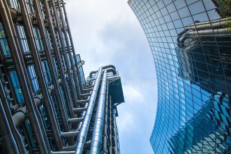 ЛОНДОН, архитектурноакустическая предпосылка Город банка Лондона Lloyds стоковые изображения rf