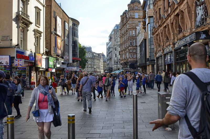 Лондон, Великобритания, июнь 2018 Возникновение города вокруг станции метро квадрата Лестера стоковое изображение