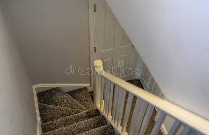 Лондон, Великобритания, июнь 2018 интерьер типичного дома в предместье Лондона стоковая фотография rf