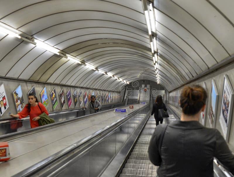 Лондон, Великобритания, июнь 2018 Эскалаторы Лондона подземные стоковое фото