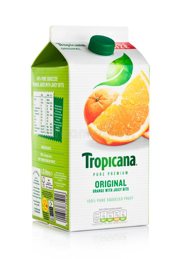 ЛОНДОН, ВЕЛИКОБРИТАНИЯ - 15-ОЕ ДЕКАБРЯ 2017: Пакет семьи свежего апельсинового сока Tropicana на белизне стоковые изображения