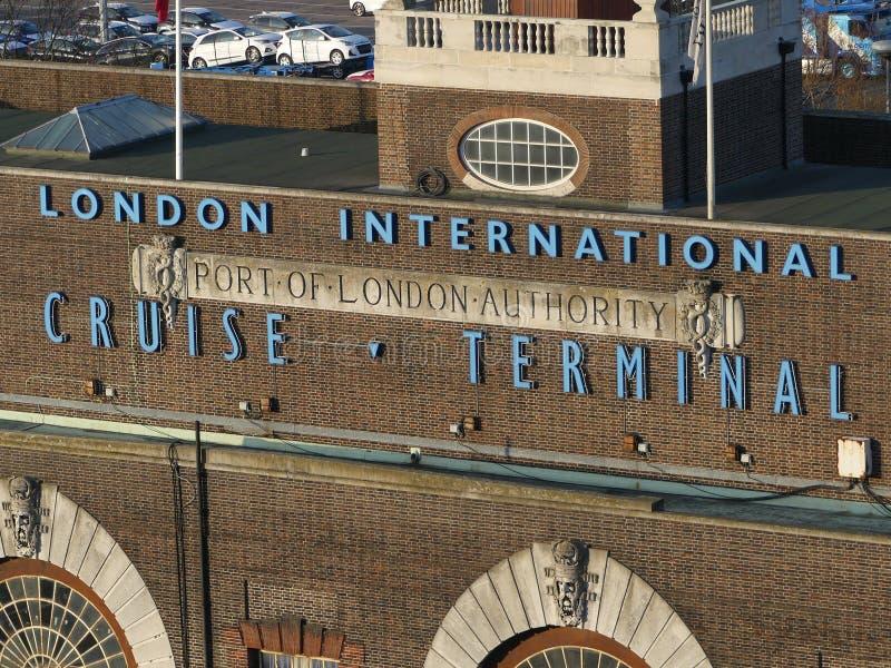 Лондон, Великобритания - 11-ое декабря 2018: Смотрящ терминал круиза Лондона международный, порт власти Лондона, на доках Tilbury стоковая фотография rf