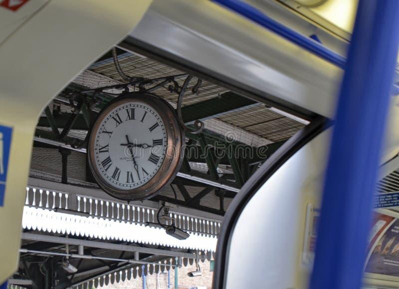 Лондон, Великобритания, 14-ое июня 2018 Винтажный символ Лондона: часы стоковое изображение