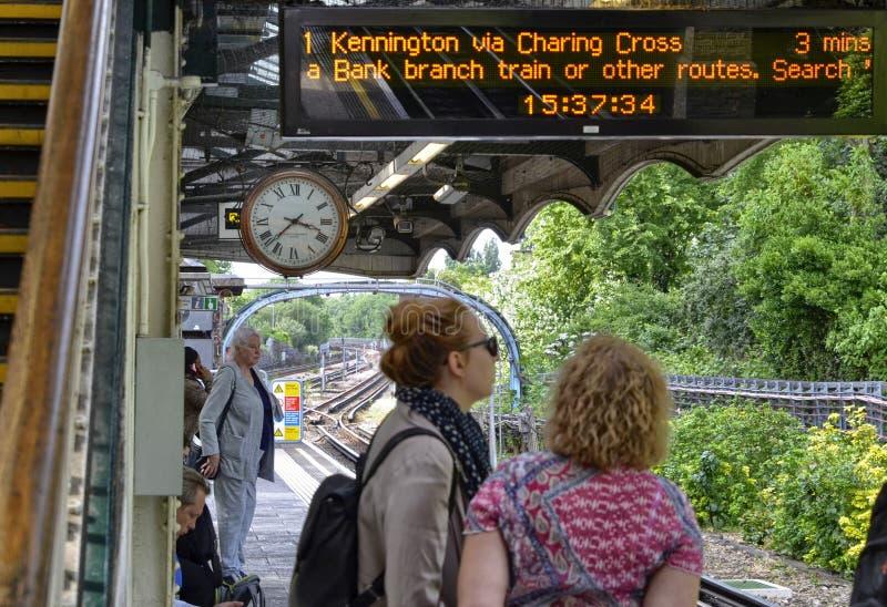 Лондон, Великобритания, 14-ое июня 2018 Винтажный символ Лондона: часы стоковое фото rf