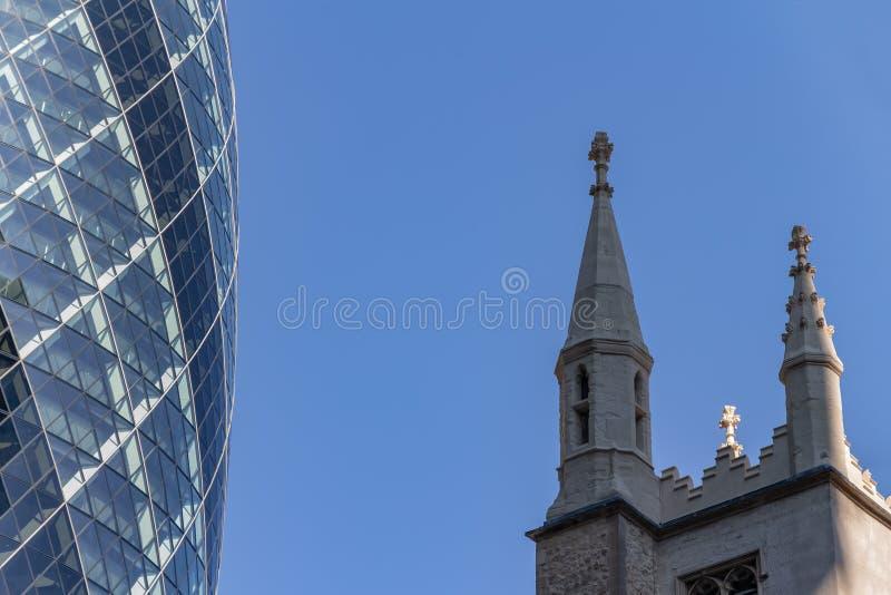 Лондон, Великобритания - 2-ое сентября 2018: Отражения здания Лондона корнишона стоковое изображение
