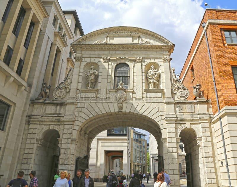 Лондон, Великобритания - 23-ье мая 2016: Ворот Лондона Адвокатуры виска   историческая отметка стоковые изображения