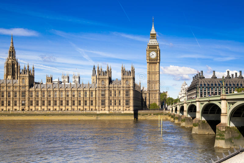 ЛОНДОН, Великобритания - 24-ое июня 2014 - большое Бен и парламент Великобритании стоковое изображение rf