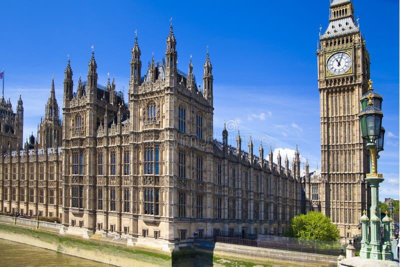 ЛОНДОН, Великобритания - 24-ое июня 2014 - большое Бен и парламент Великобритании стоковое изображение
