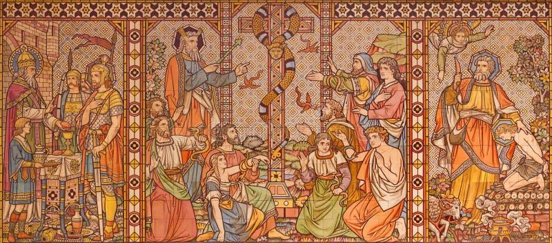 Лондон - крыть черепицей черепицей мозаика сцен Ветхого завета с патриарх, Melchizedek, Моисеем и Авраамом в церков все Святые стоковое фото rf