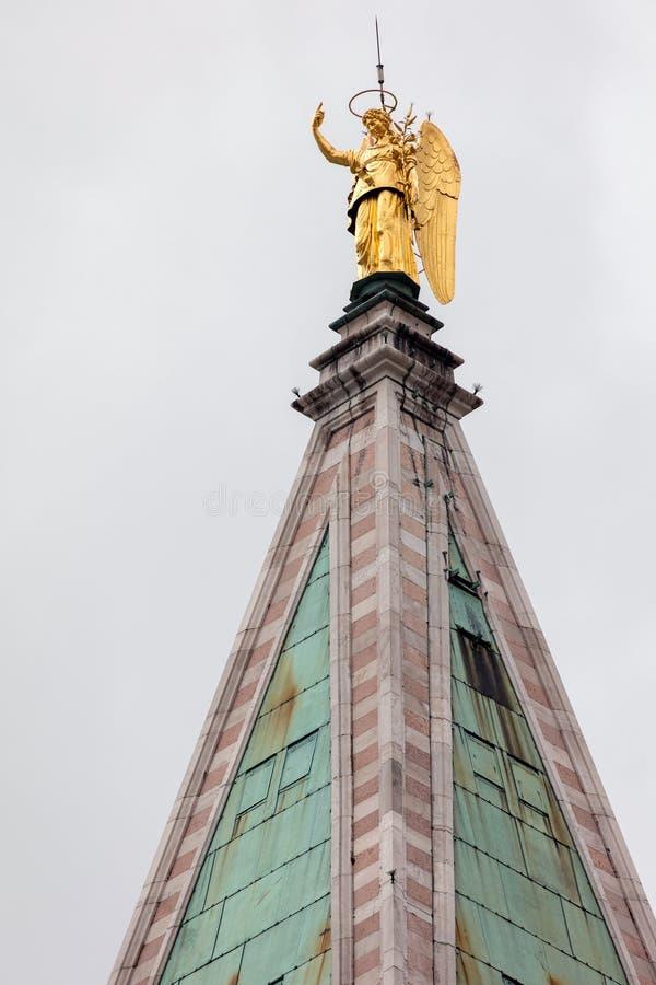 Лопасть погоды Анджела Габриэля колокольни верхнего St Mark стоковые фото