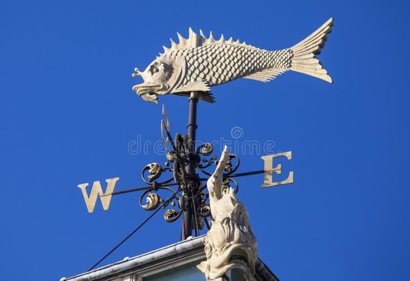 Лопасть погоды рыб на старом рынке Billingsgate в Лондоне стоковые изображения rf