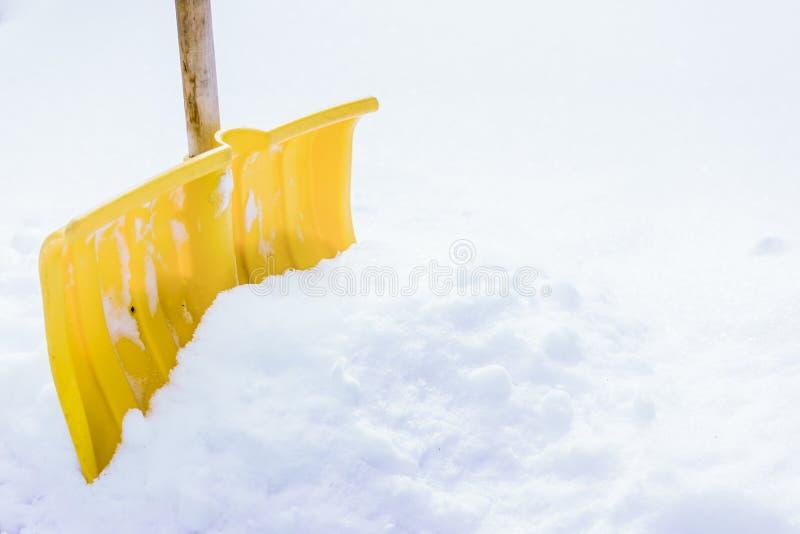 Лопаткоулавливатель снега в снеге стоковые изображения rf