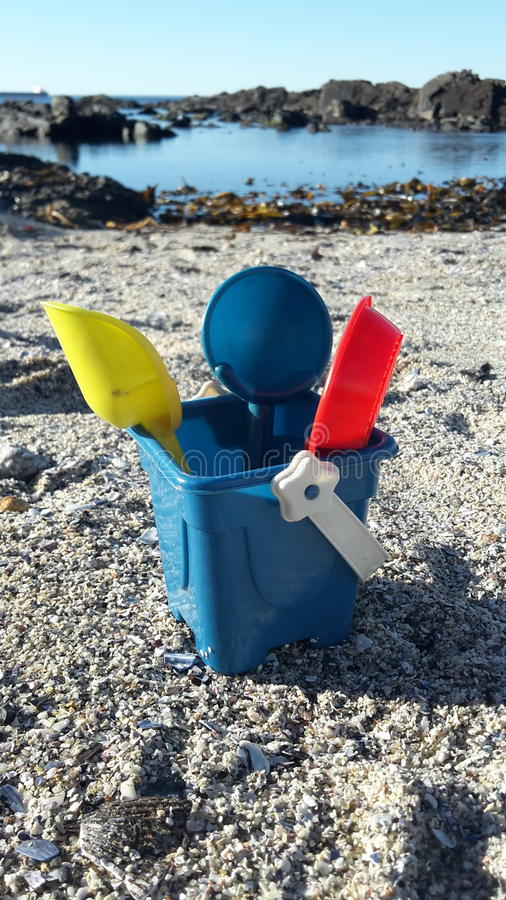 Лопаты ведра пляжа стоковые изображения