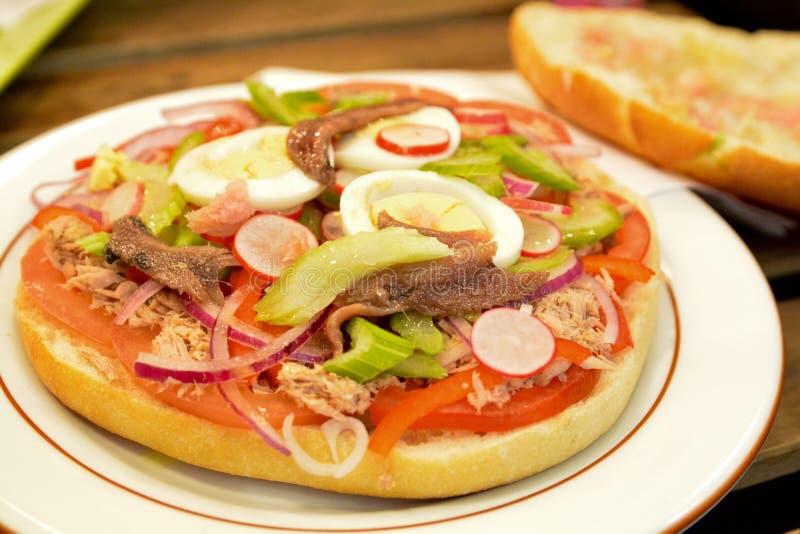Лоток Bagnat - французский сандвич стоковые изображения rf