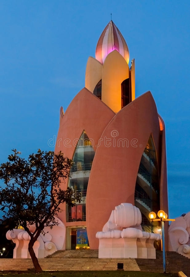 Лотос башни Сумерк в Nha Trang стоковые фото