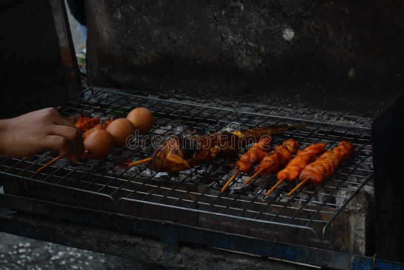 Лоточницы еды улицы в songkla провинции на hatyai, Таиланде стоковое фото