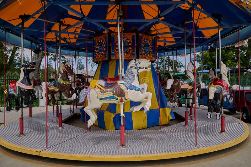 Лошади Carousel на веселом идут круг стоковые фото