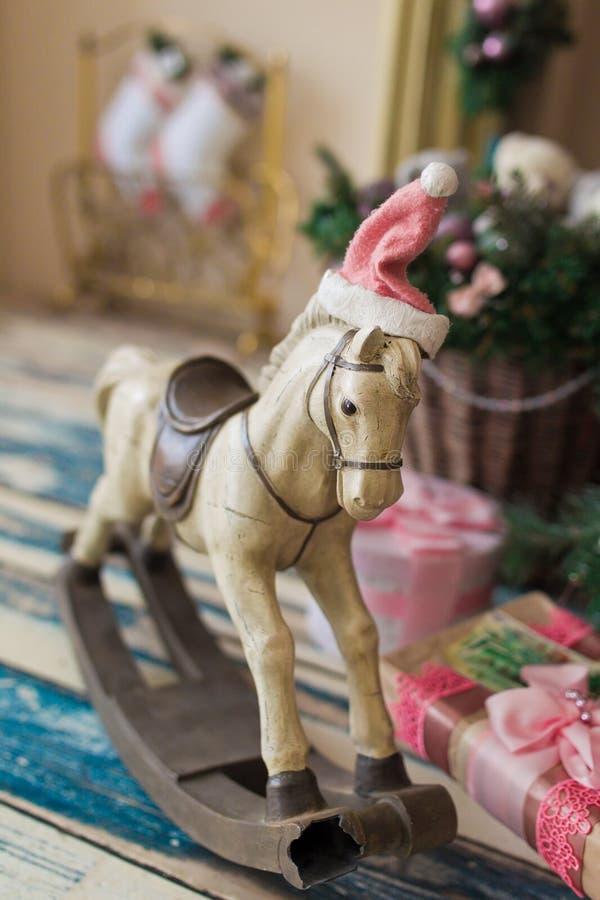 Лошадь игрушки рождества деревянная стоковые изображения