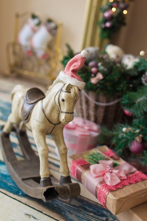 Лошадь игрушки рождества деревянная стоковое фото rf