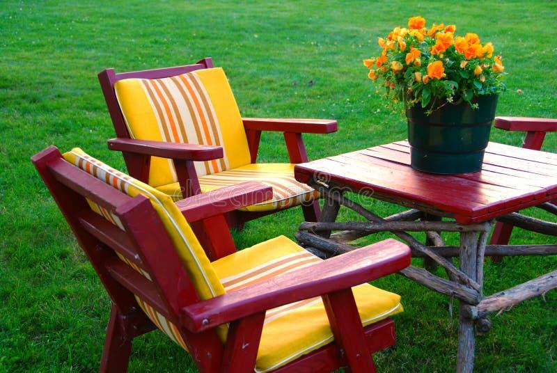 лужайка мебели стоковые фото